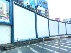 新宿東口の、映画の看板があった所だす。